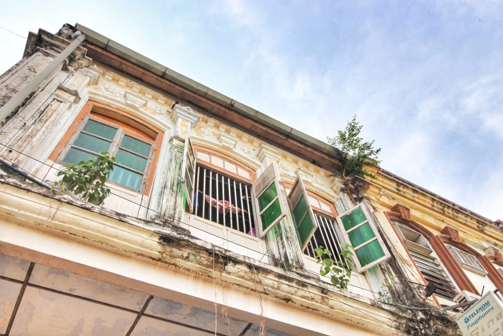 What to with 3 days in Penang, Malaysia? How about wandering the streets of George Town, enjoying the food, shopping, street art, and getting to know the amazing people of Penang!