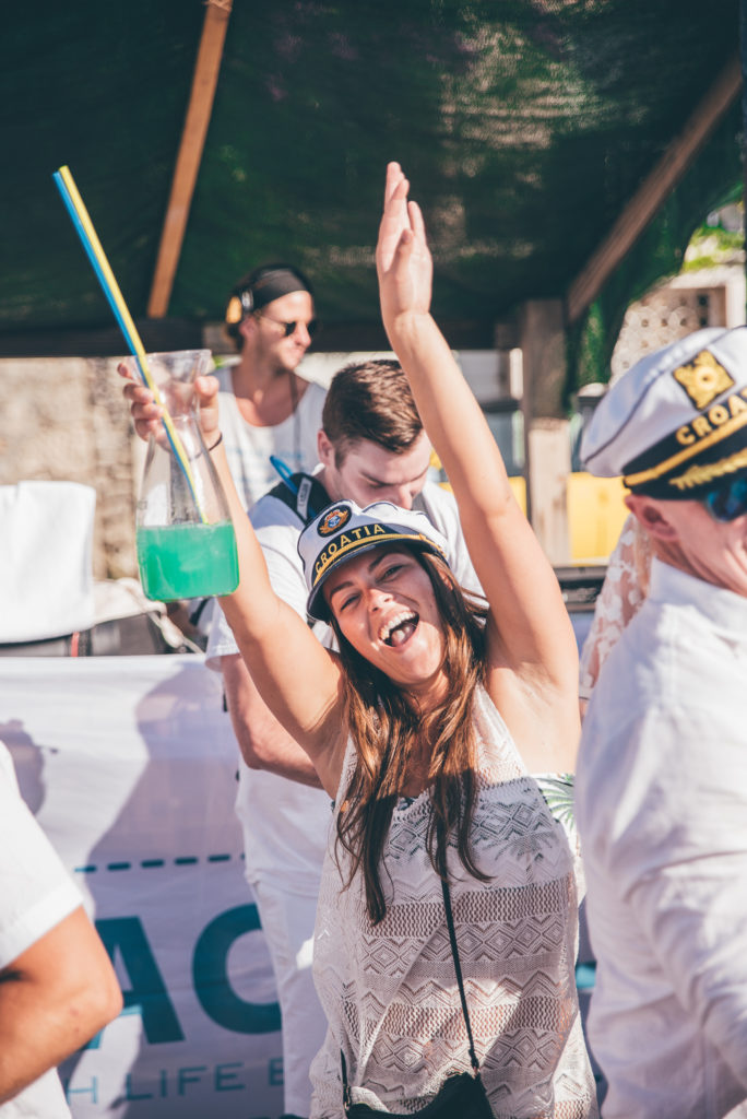 Yachtlife White Party LBW